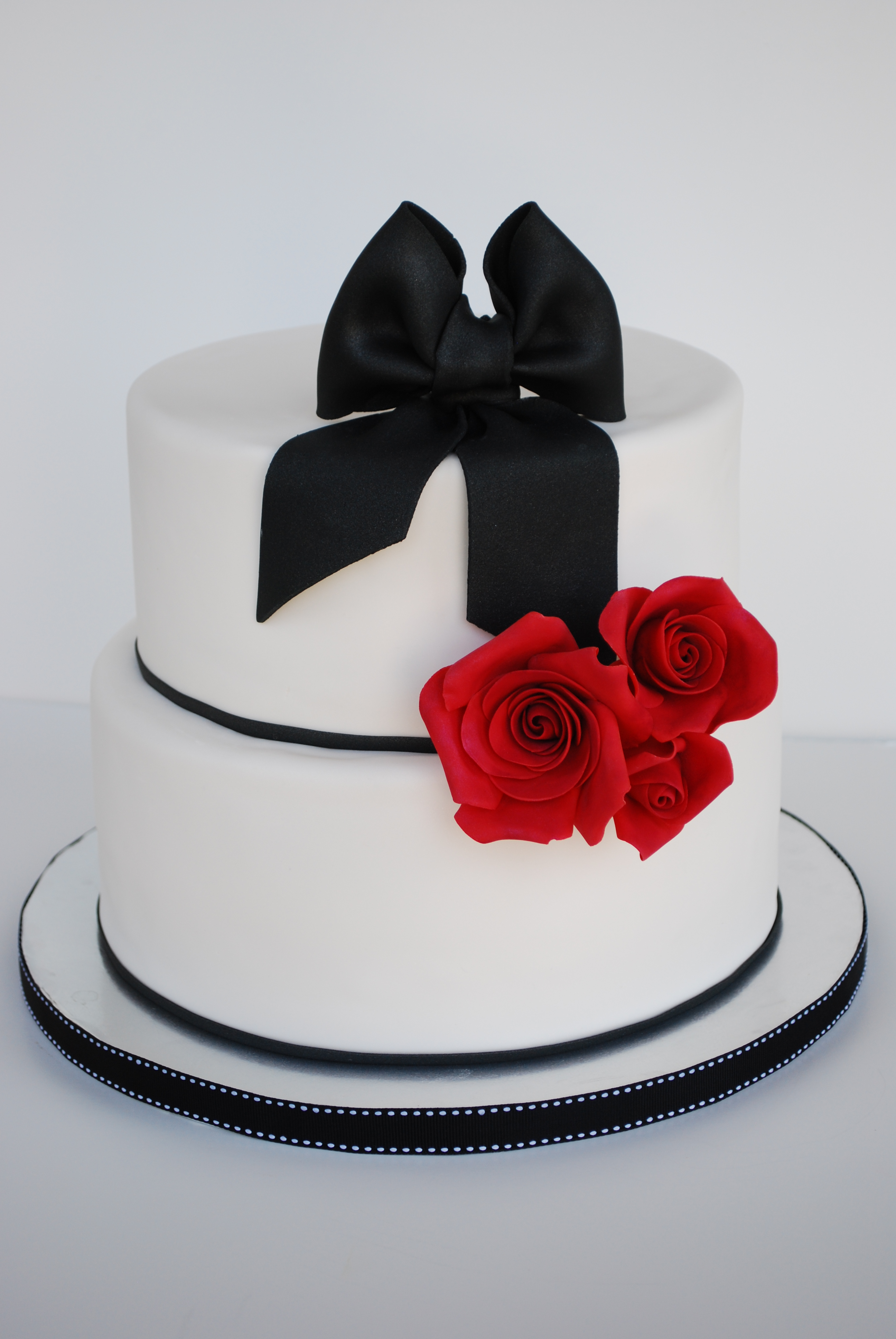 Black bow red rose cake sweetworldofcakes black and red cake mightylinksfo